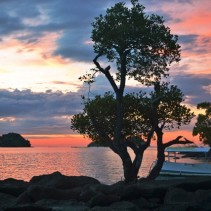 What to Do in Pulau Saronde (6) : Menyaksikan Sunset dan Sunrise